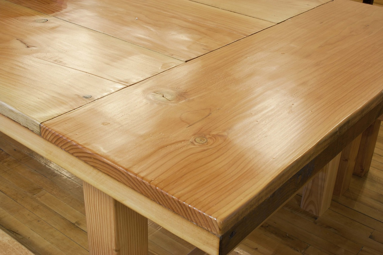 Reclaimed fir dining table and benches detail